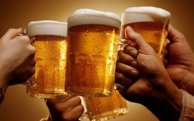 four-hands-holing-pints-of-beer